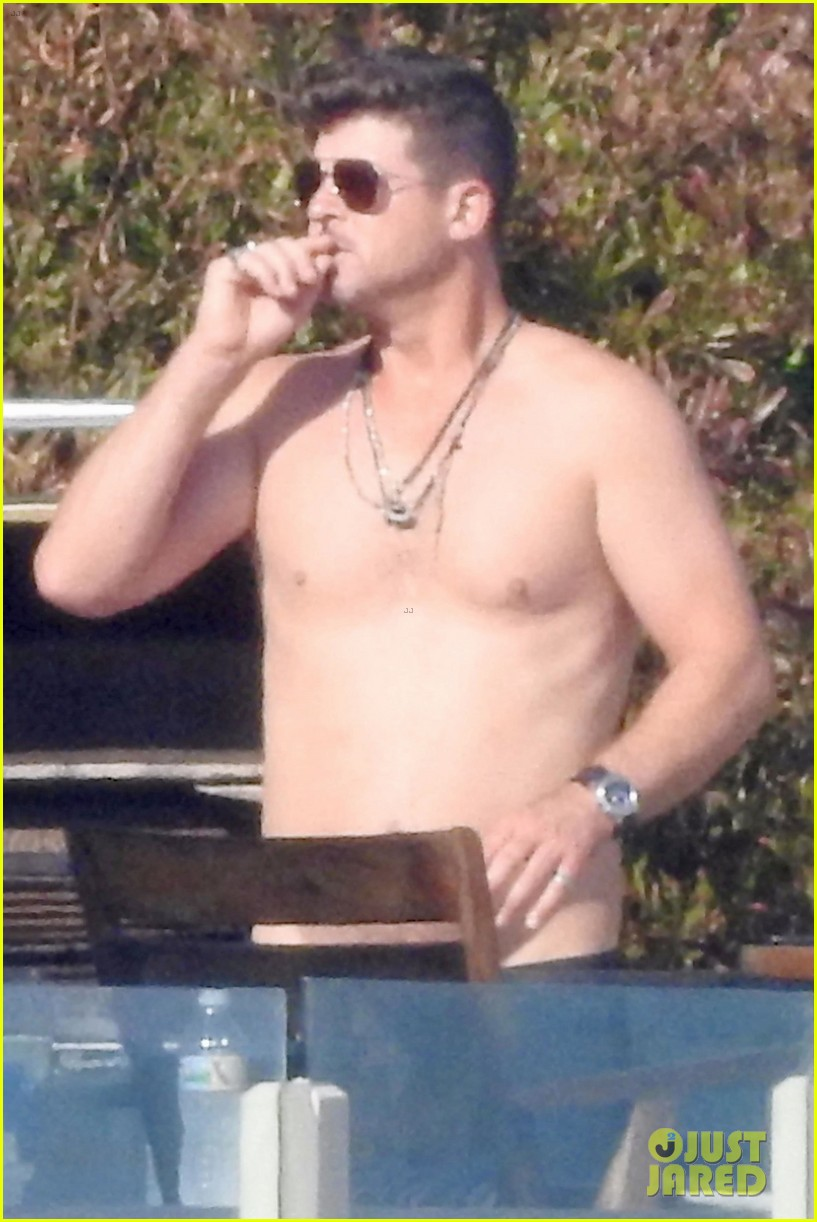 shirtless robin thicke beach volleyball pregnant april love geary 024135095
