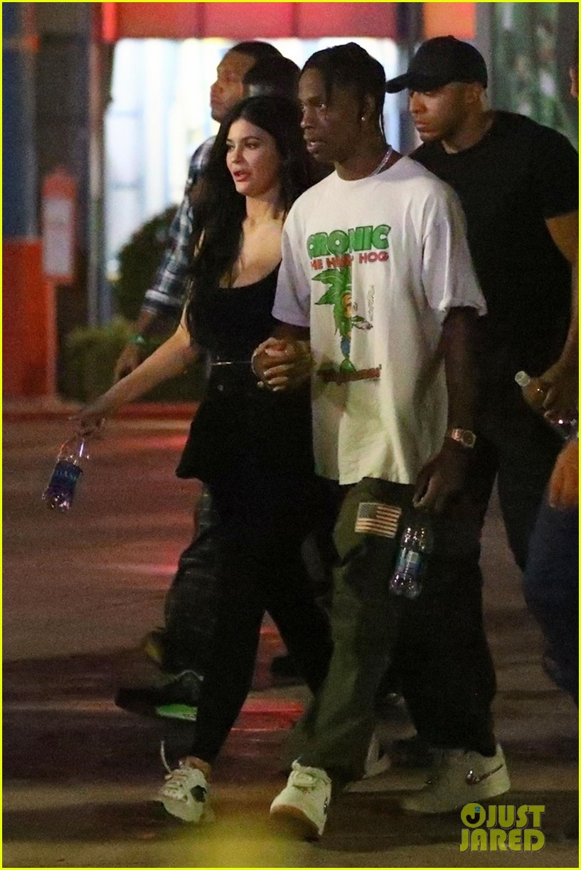 35884936e910 Kylie Jenner & Travis Scott Head to Six Flags for an 'Astroworld' Listening  Party!