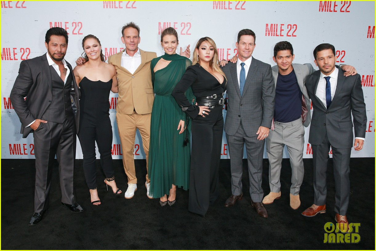 mark wahlberg lauren cohan and ronda rousey premiere mile 22 034127205