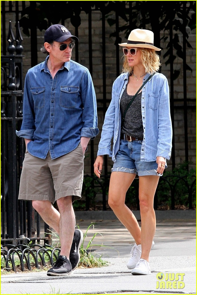 naomi watts billy crudup hit the streets for bike ride 01