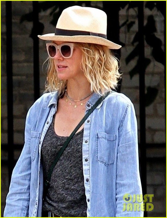 naomi watts billy crudup hit the streets for bike ride 04