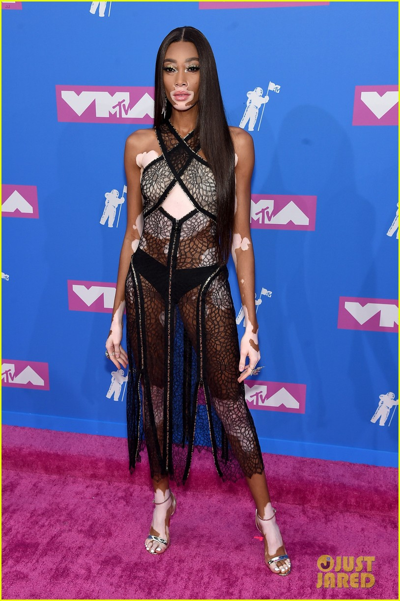 Winnie Harlow Shows Off 2 Red Carpet Looks At Mtv Vmas 2018 Photo