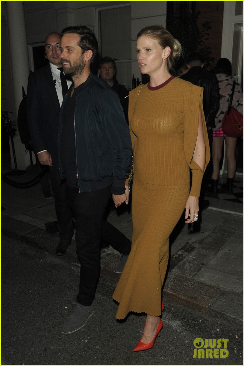 victoria beckham gets support from hubby david at 10th anniversary celebration 074148082