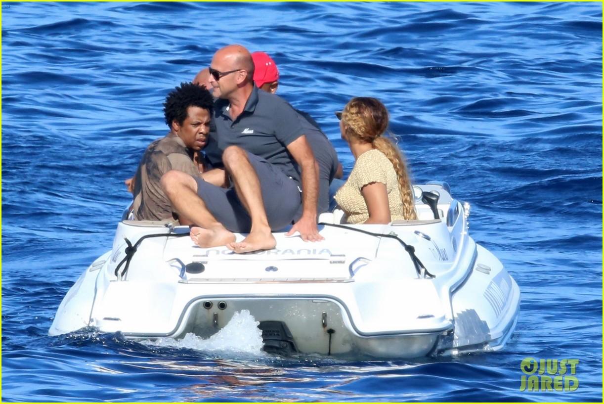 beyonce jay z visit a shipwreck during birthday trip 044141124