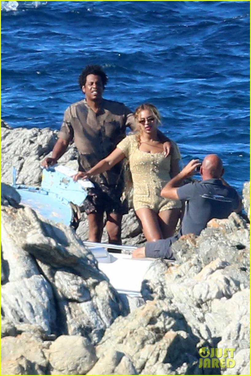 beyonce jay z visit a shipwreck during birthday trip 074141127