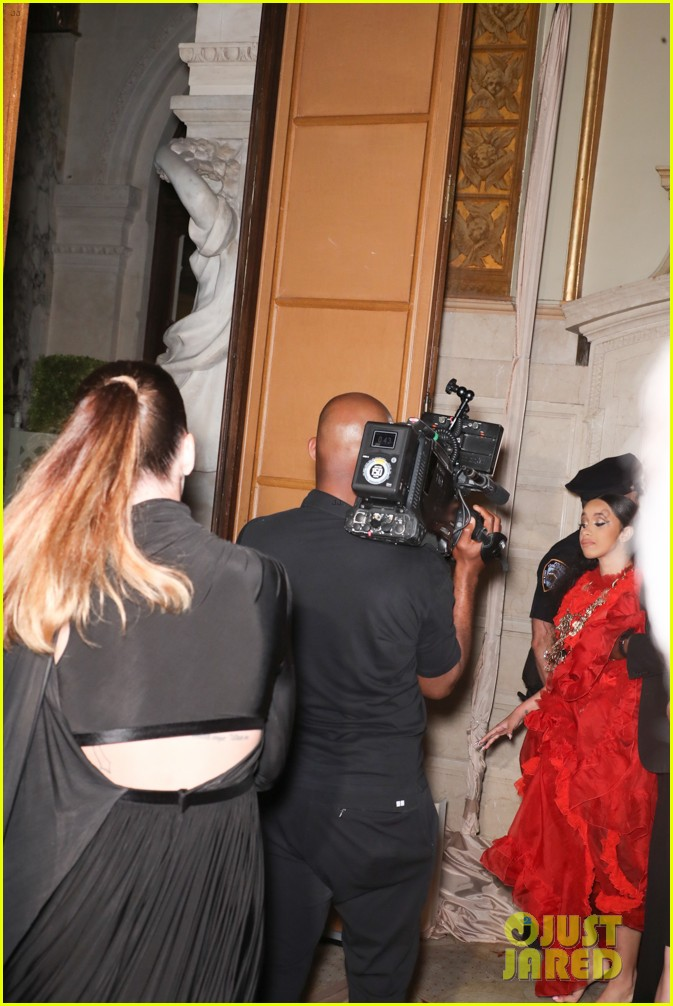 cardi b leaves party with bump on her head 064143881
