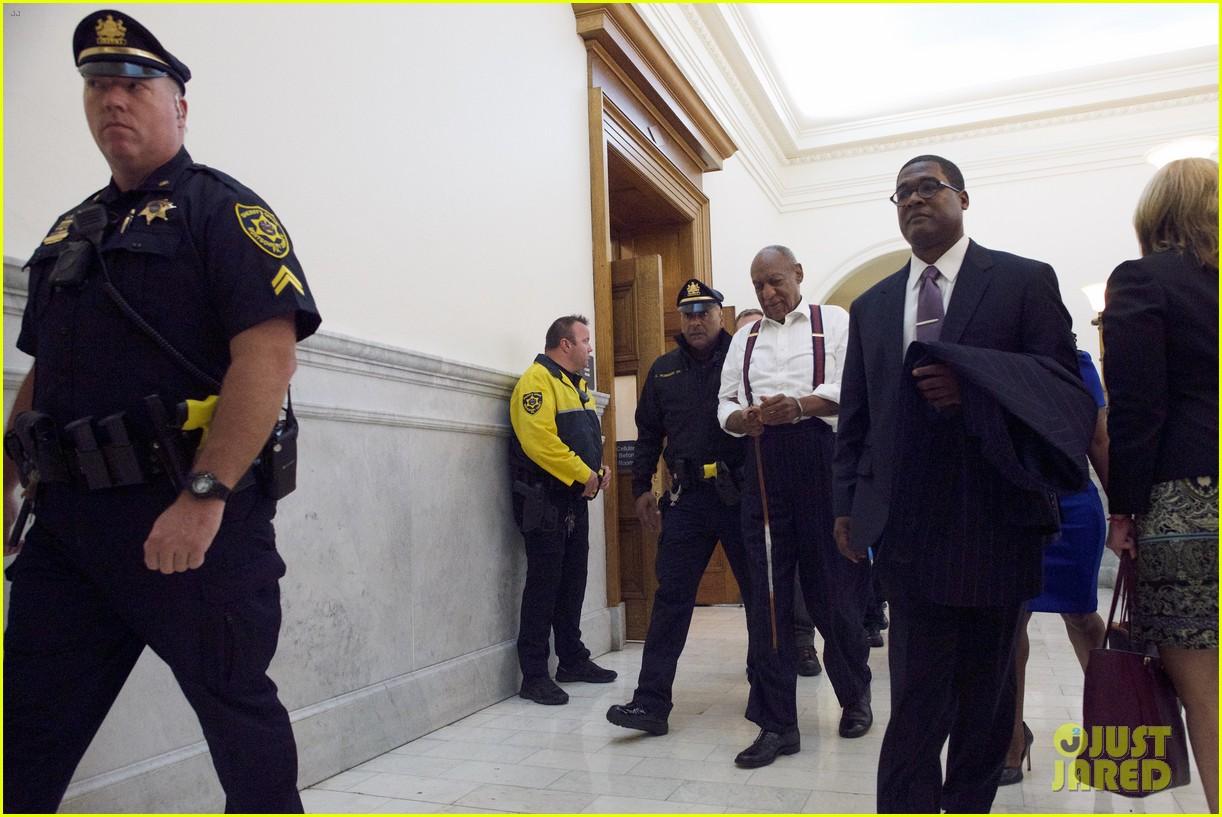 bill cosby handcuffs 024153587