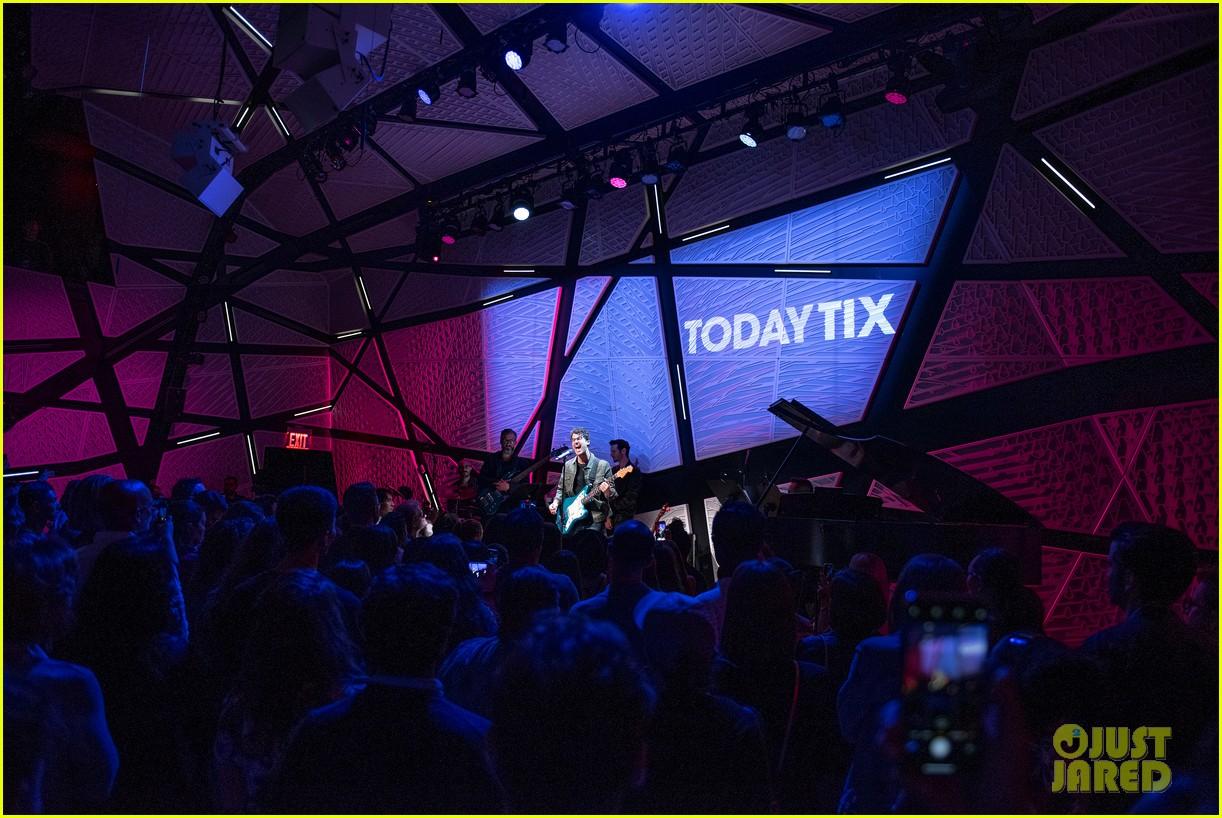 darren criss matthew morrison reunite at todaytix live 5 year anniversary 05