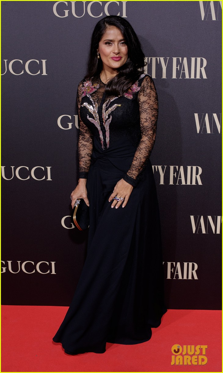 penelope cruz salma hayek step out for vanity fairs personality of the year awards 094154556