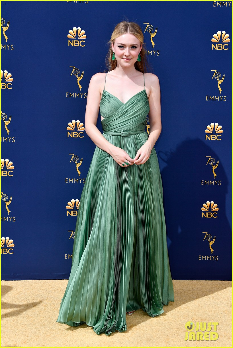 dakota fanning 2018 emmy awards 014148369