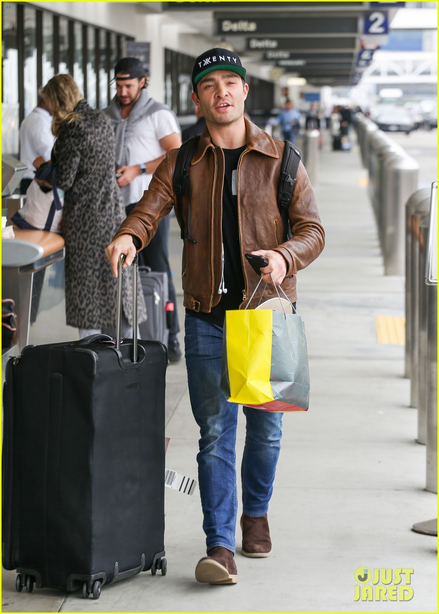 ed westwick is all smiles jetting out of lax airport 03