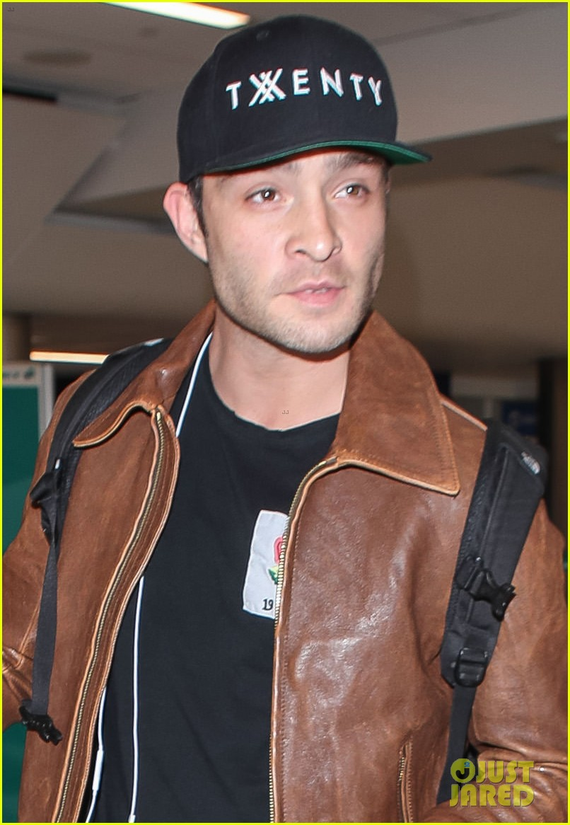 ed westwick is all smiles jetting out of lax airport 04