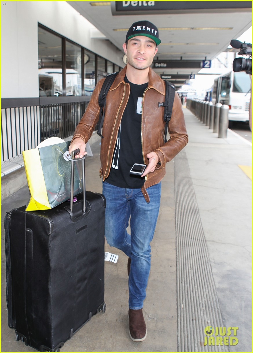 ed westwick is all smiles jetting out of lax airport 05