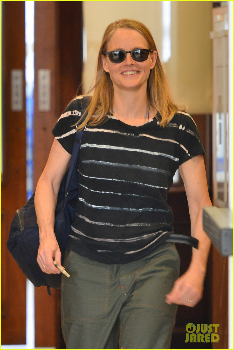 jodie foster steps out for business meeting in beverly hills 064150789