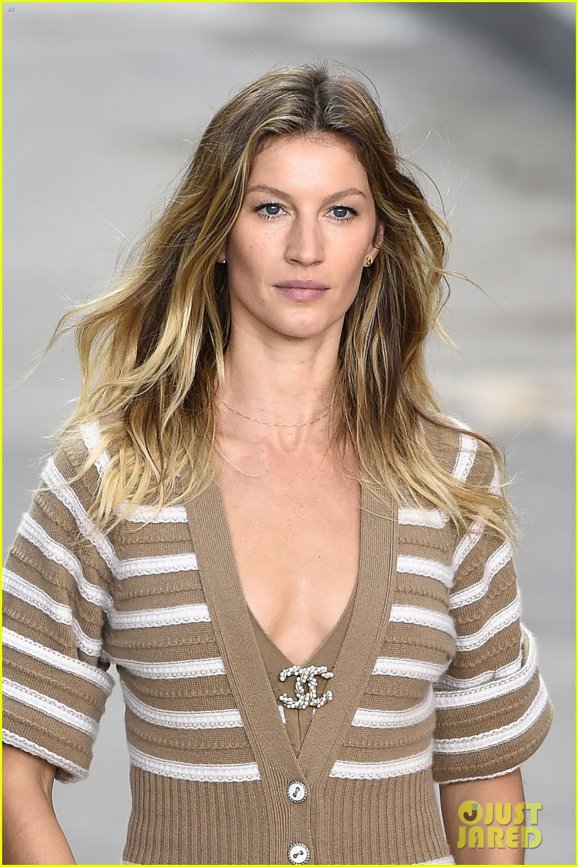 Watch Gisele Bündchen got breast implants and instantly regretted it video