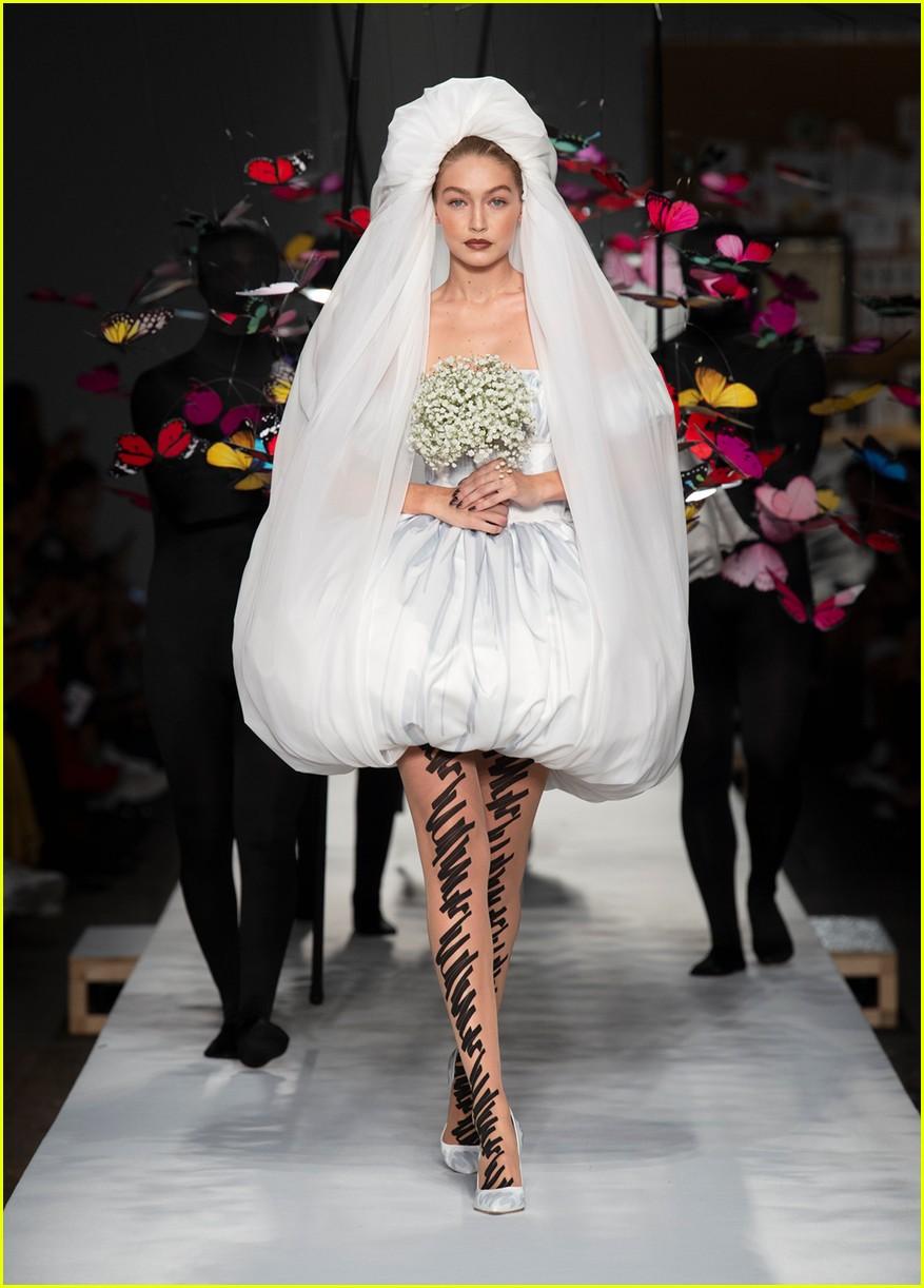 gigi hadid is a beautiful bride in moschinos milan fashion week show 014151268