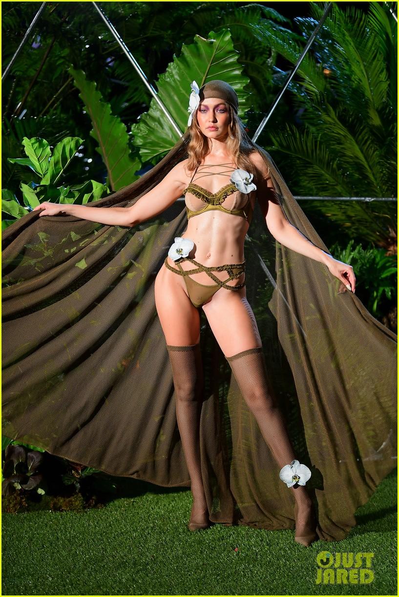 gigi and bella hadid slay in lingerie in rihannas savage x fenty nyfw show 014145547