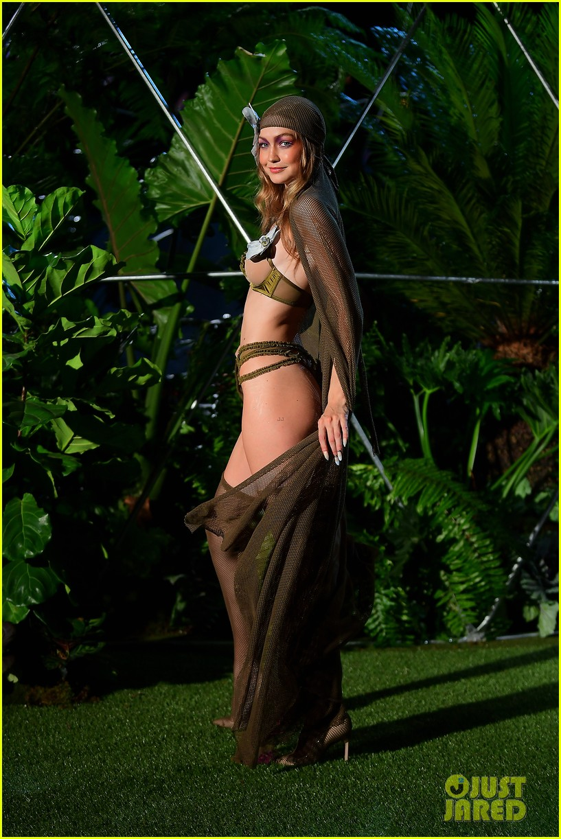 gigi and bella hadid slay in lingerie in rihannas savage x fenty nyfw show 034145549