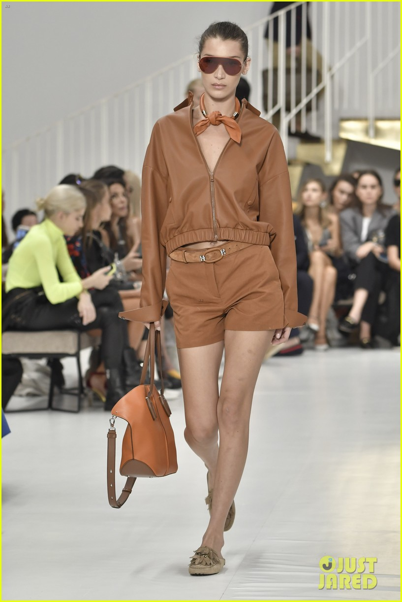 gigi and bella hadid strut their stuff in tods milan fashion week show2 024151304