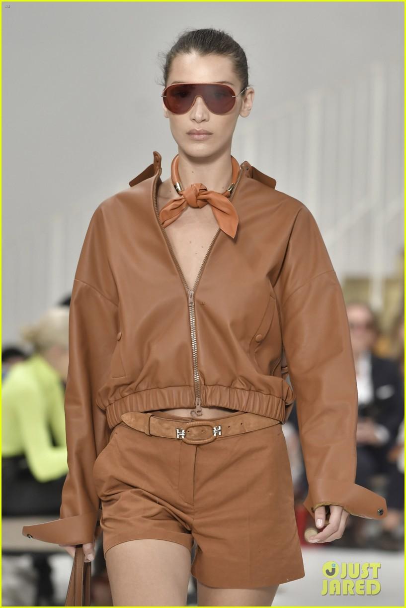 gigi and bella hadid strut their stuff in tods milan fashion week show2 154151317