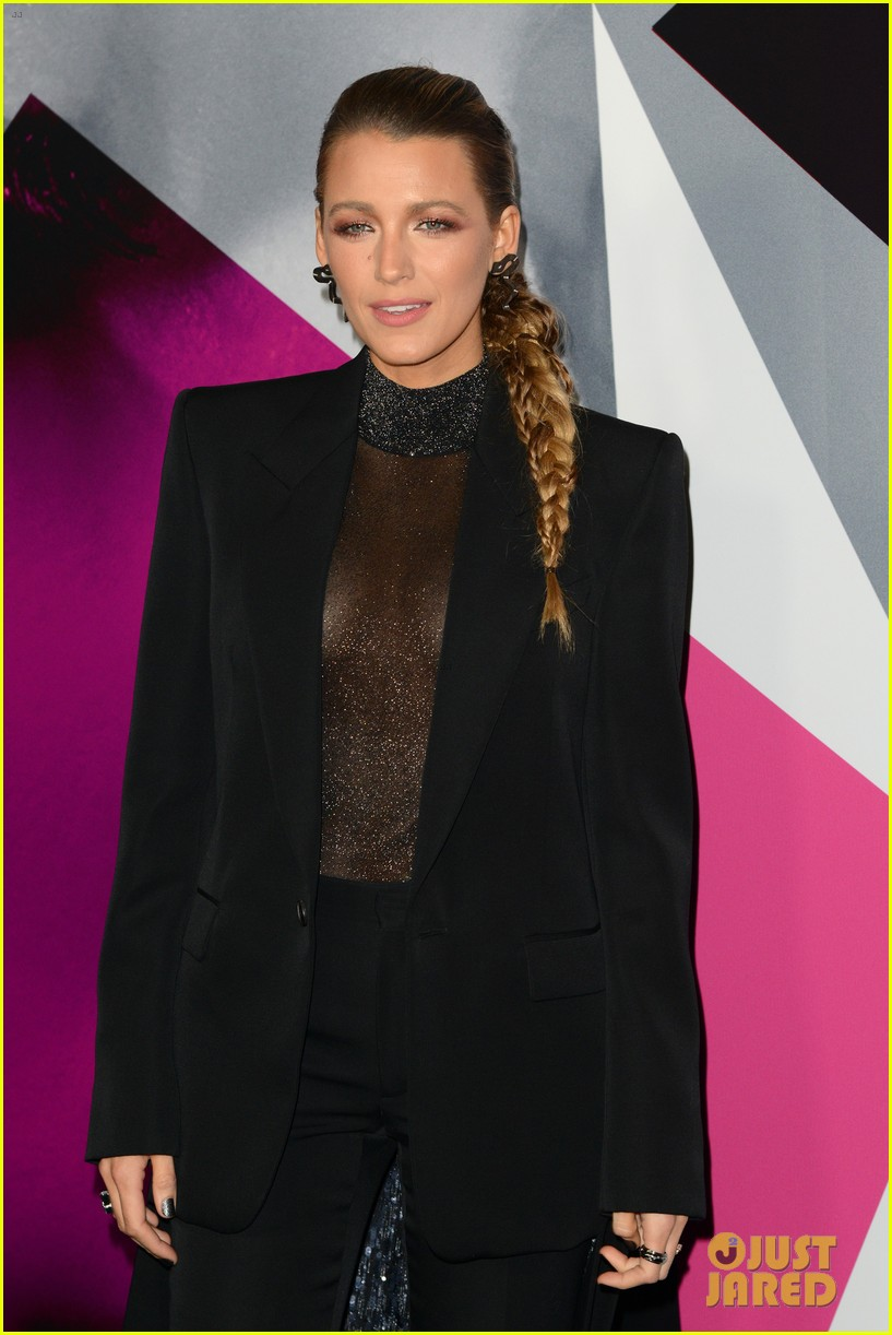 anna kendrick blake lively henry golding a simple favor premiere 124144164
