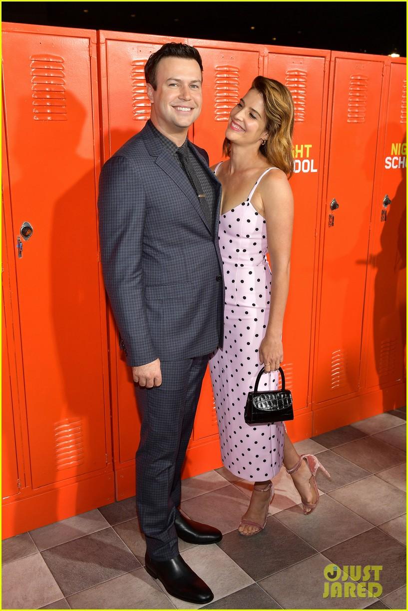 taran killam cobie smulders couple up at night school premiere 114153441