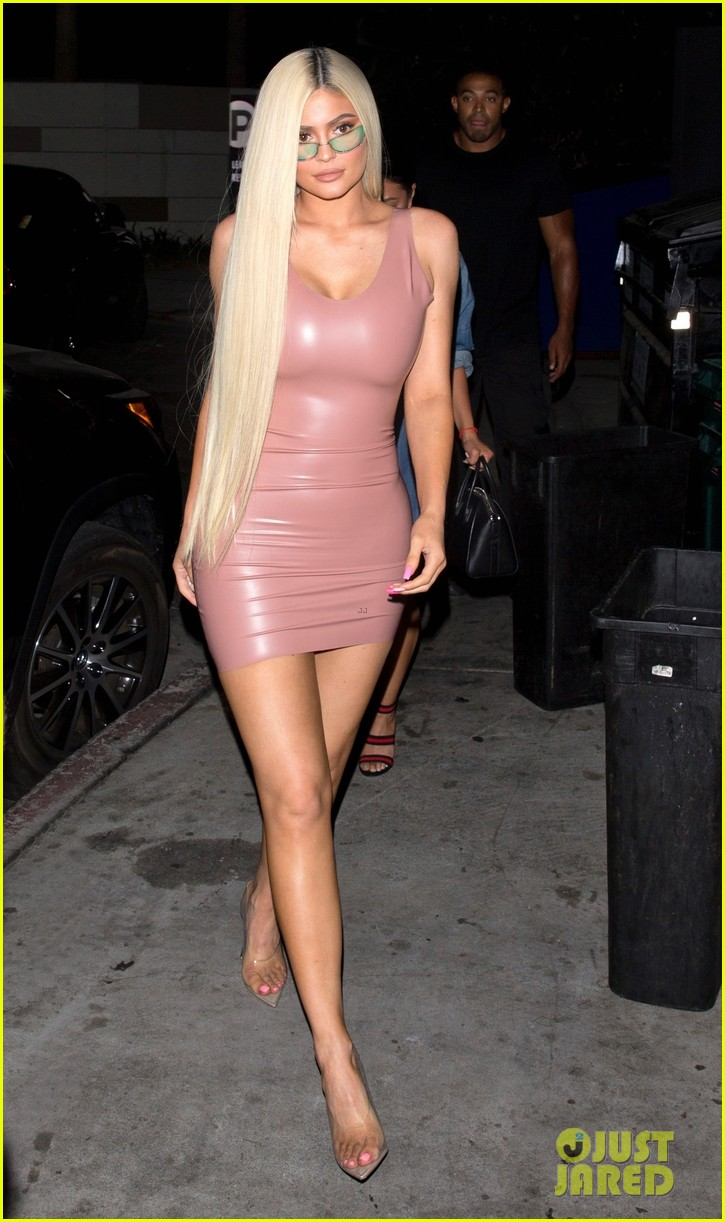 Kylie Jenner Goes Sexy In Skintight Dress For Night Out In
