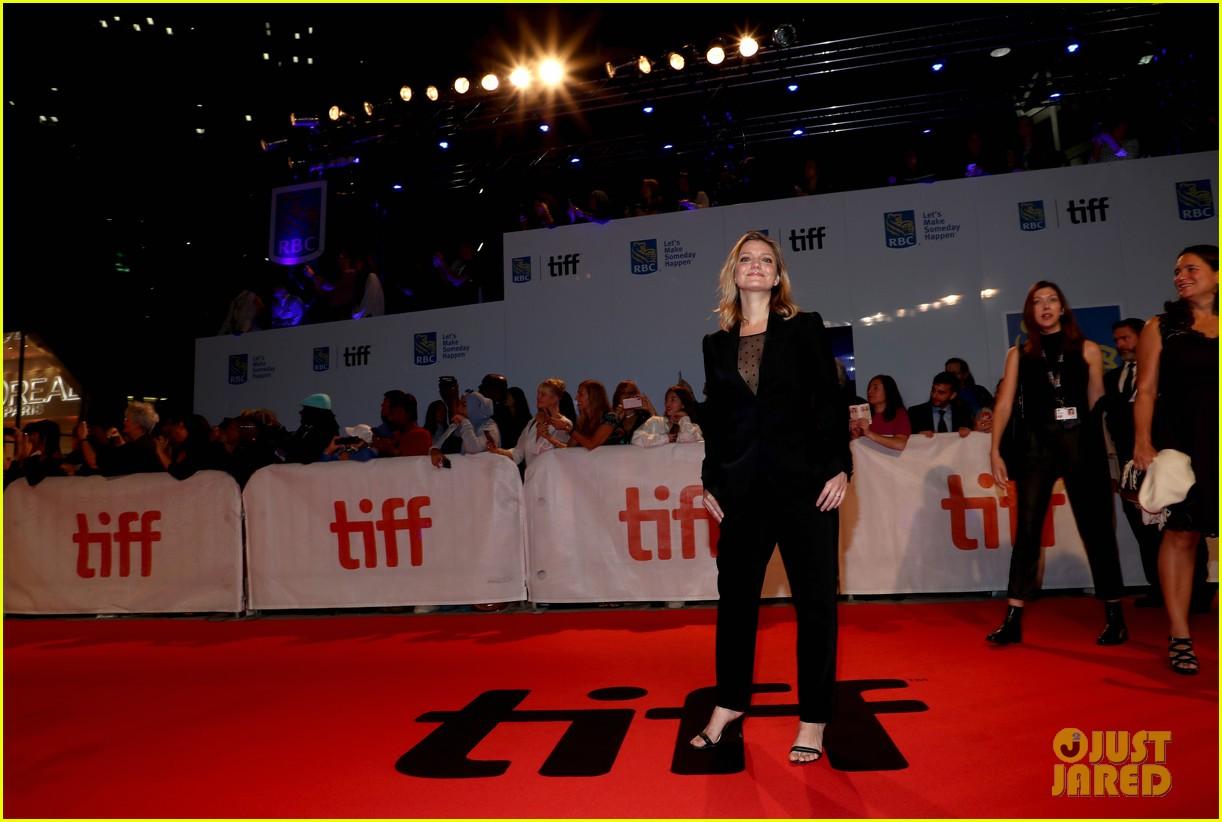 maggie gyllenhaal tiff premiere 204146530