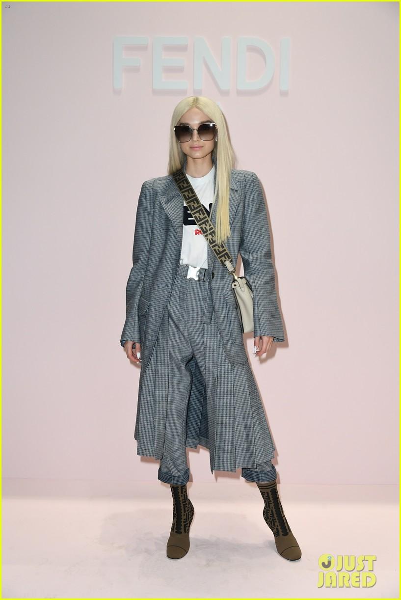 nicki minaj supports karl lagerfeld at fendi milan fashion show 054150357
