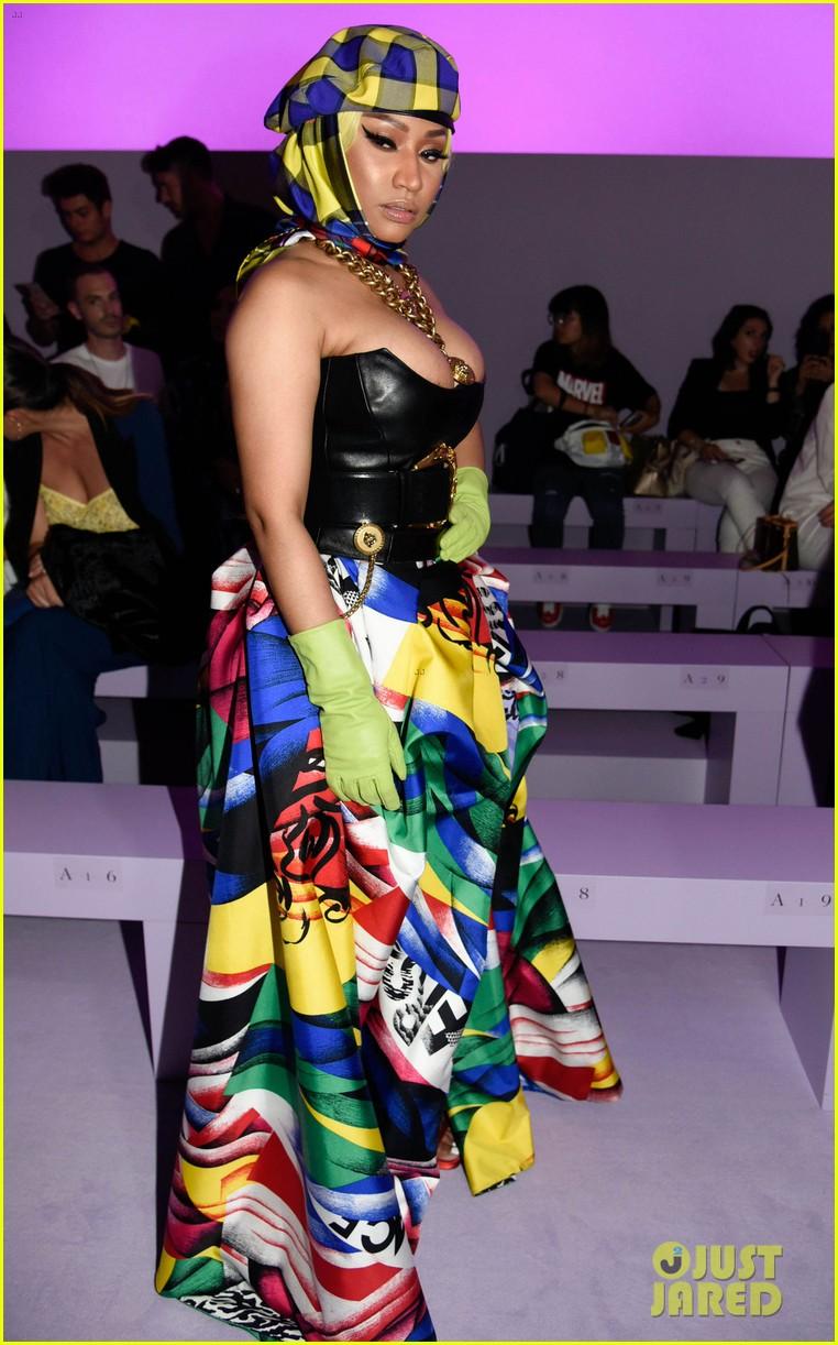 237b232fb5 Nicki minaj luke evans sit front row at versace fashion show jpg 762x1222 Nicki  minaj versace