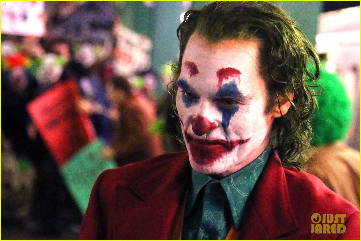 Joaquin Phoenix Transforms into The Joker While Filming ...