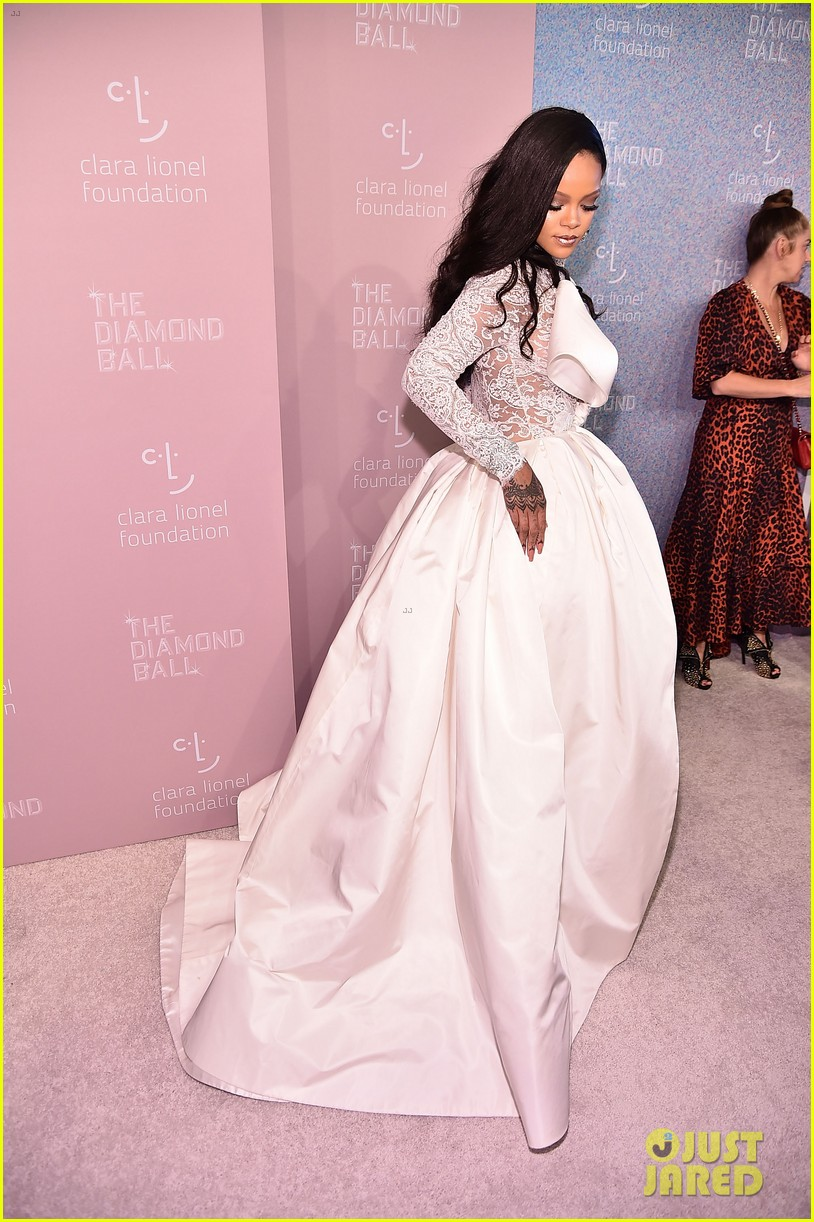 Rihanna Looks Major In White Lace Look At Diamond Ball 2018 Photo 4146293 Rihanna Pictures Just Jared