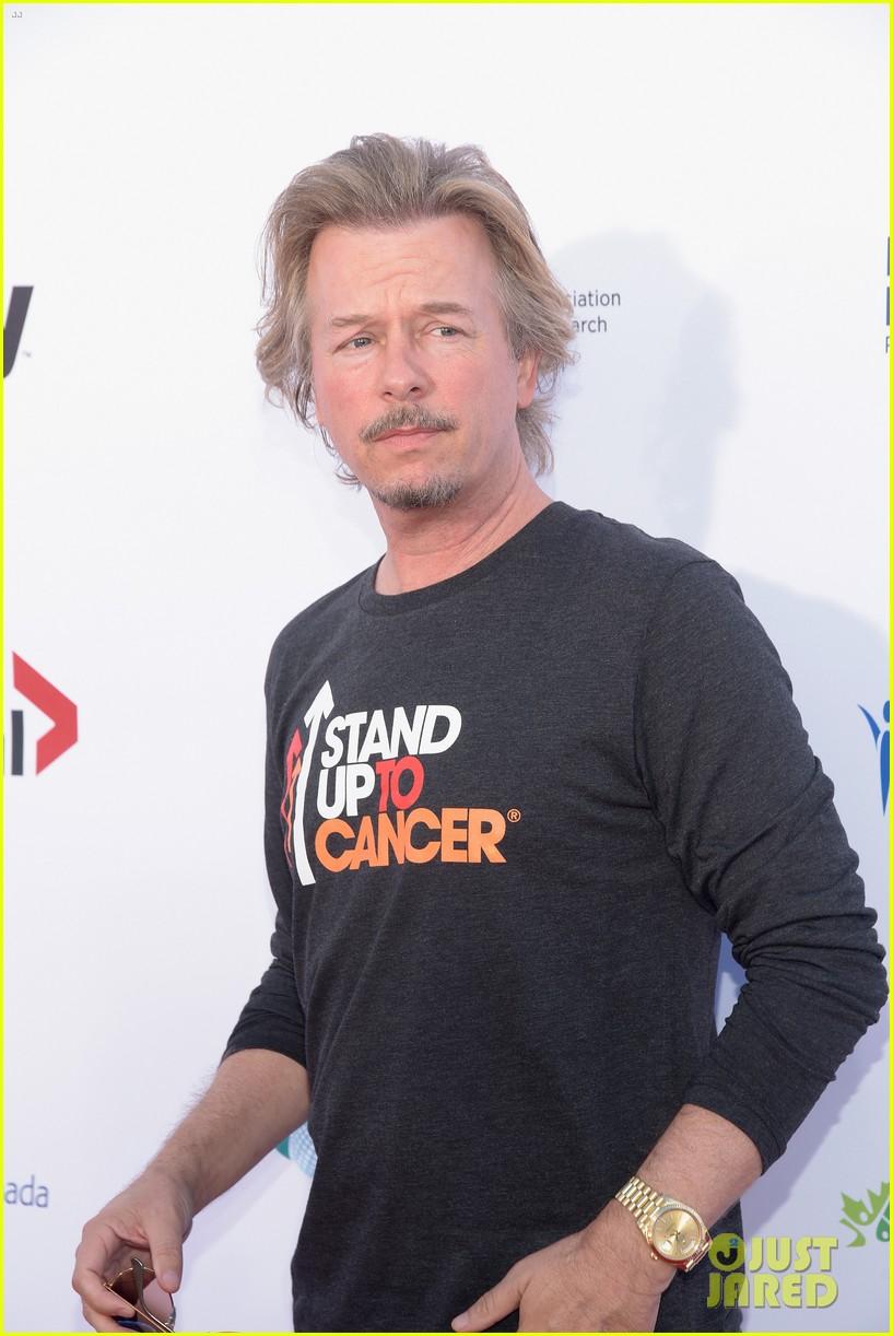 Sofia Vergara & Matt Damon Stand Up To Cancer With Tons of ...