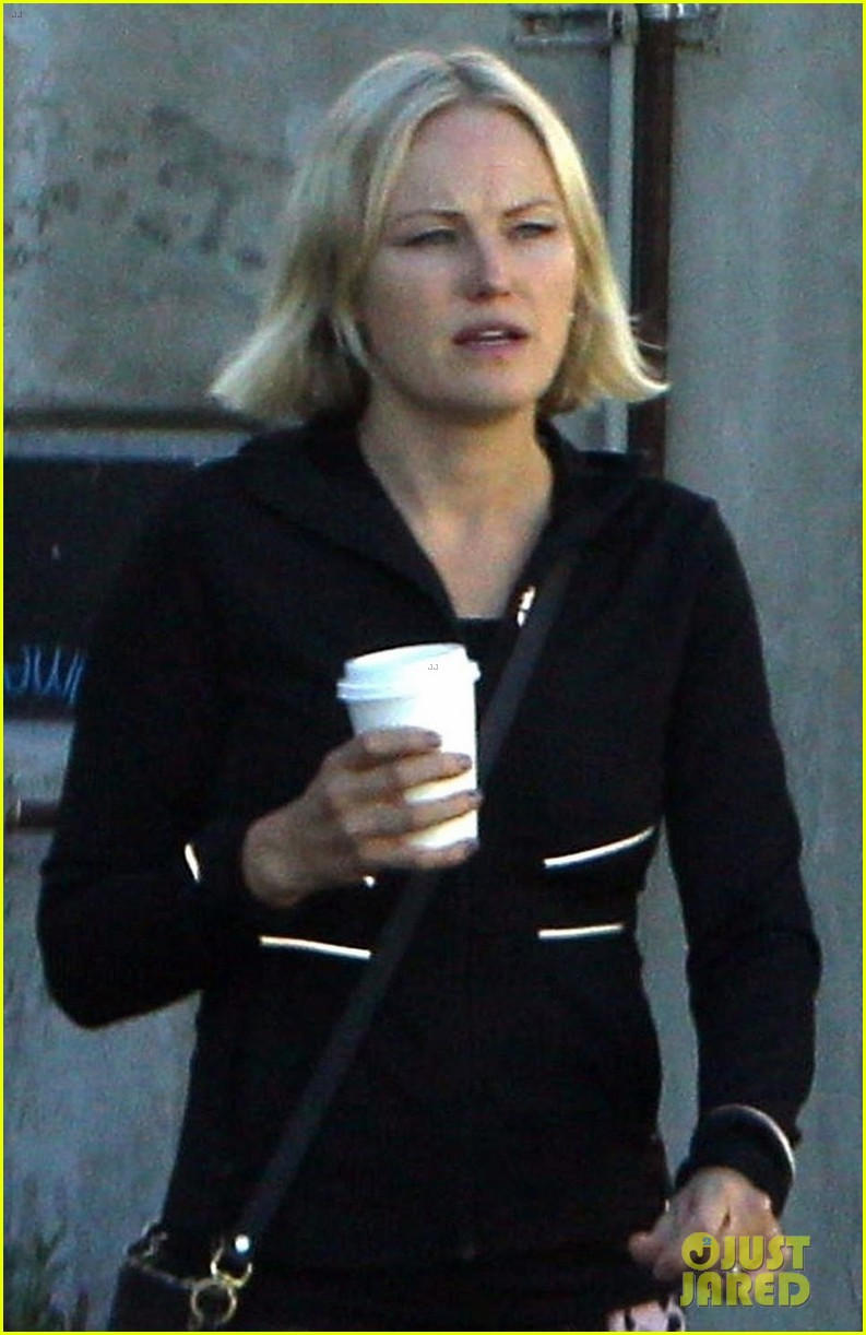 malin akerman and fiance jack donnelly couple up for coffee and pilates024167332