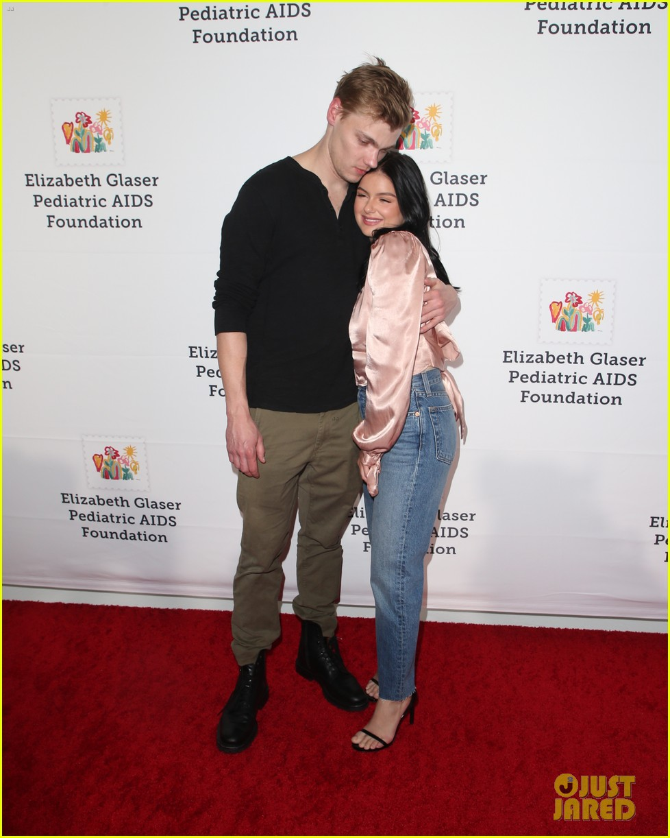 ariel winter levi meaden couple up for a time for heros festival 254172078