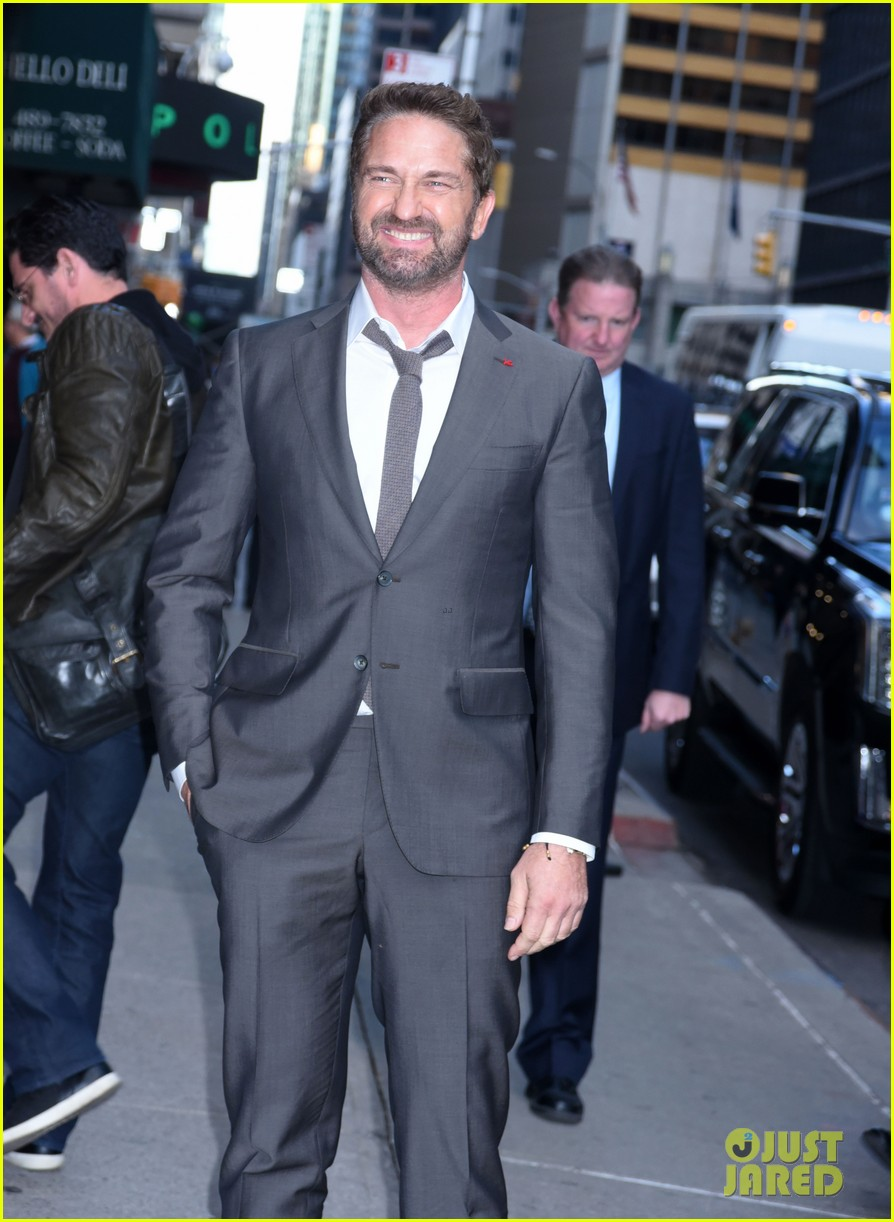 gerard butler explains how getting fired as lawyer kick started his acting career 014170288