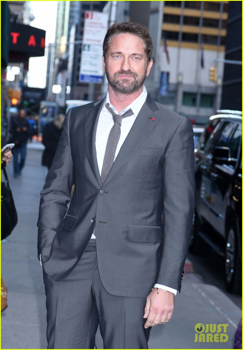 gerard butler explains how getting fired as lawyer kick started his acting career 024170289