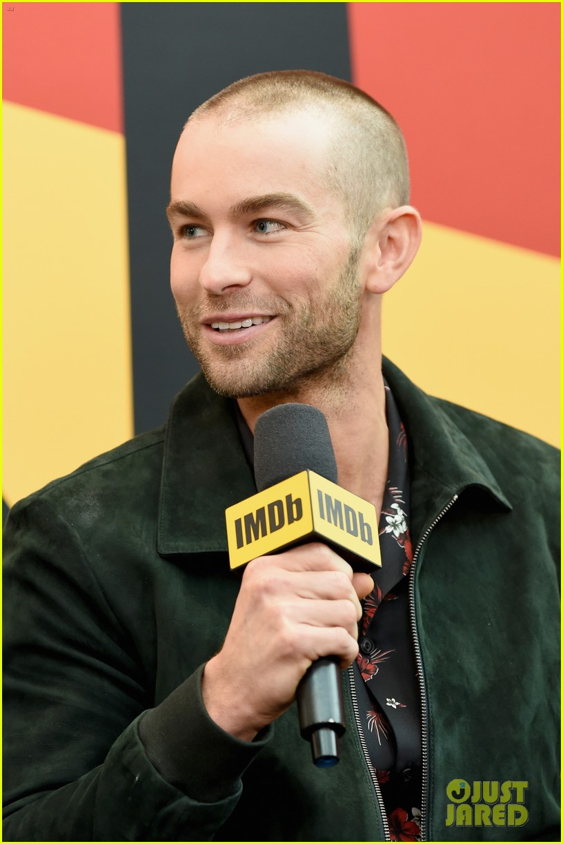 chace crawford debuts buzz cut at ny comic con 014159462