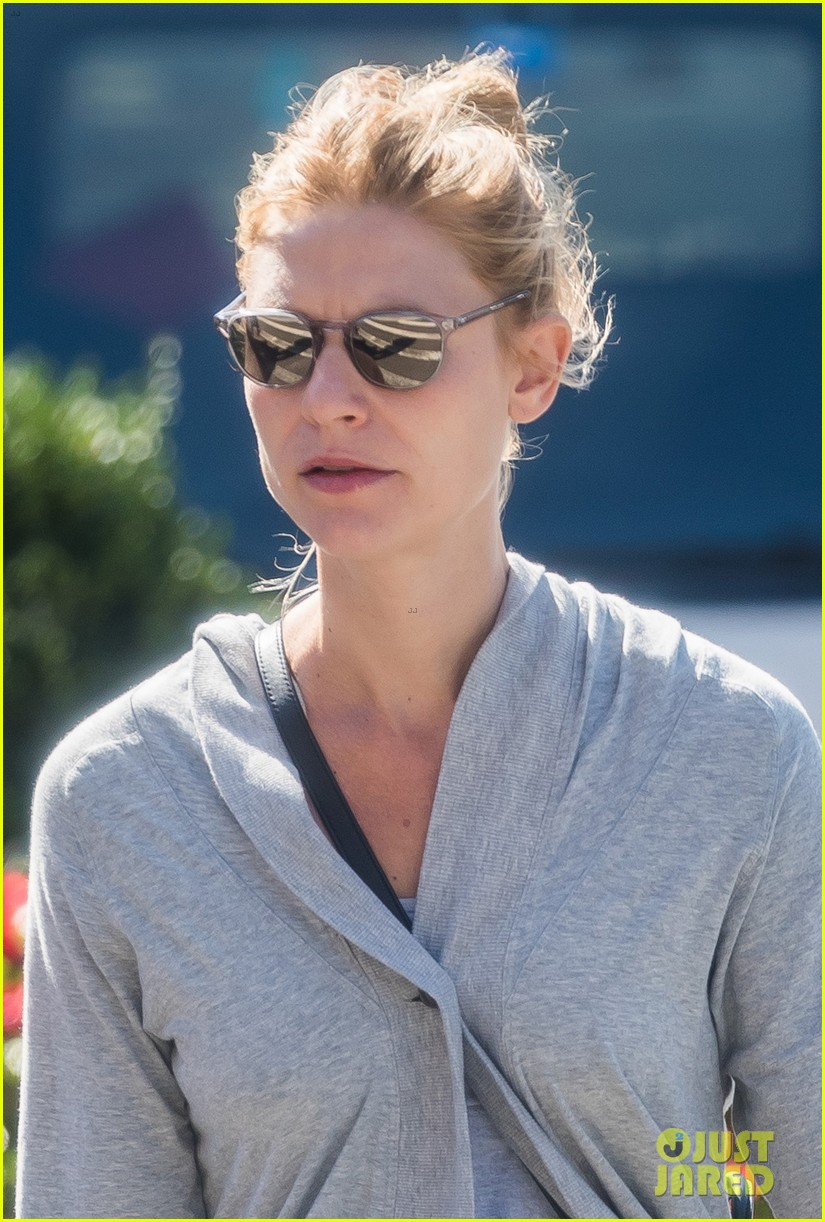 claire danes kicks off her morning with a workout 024159024