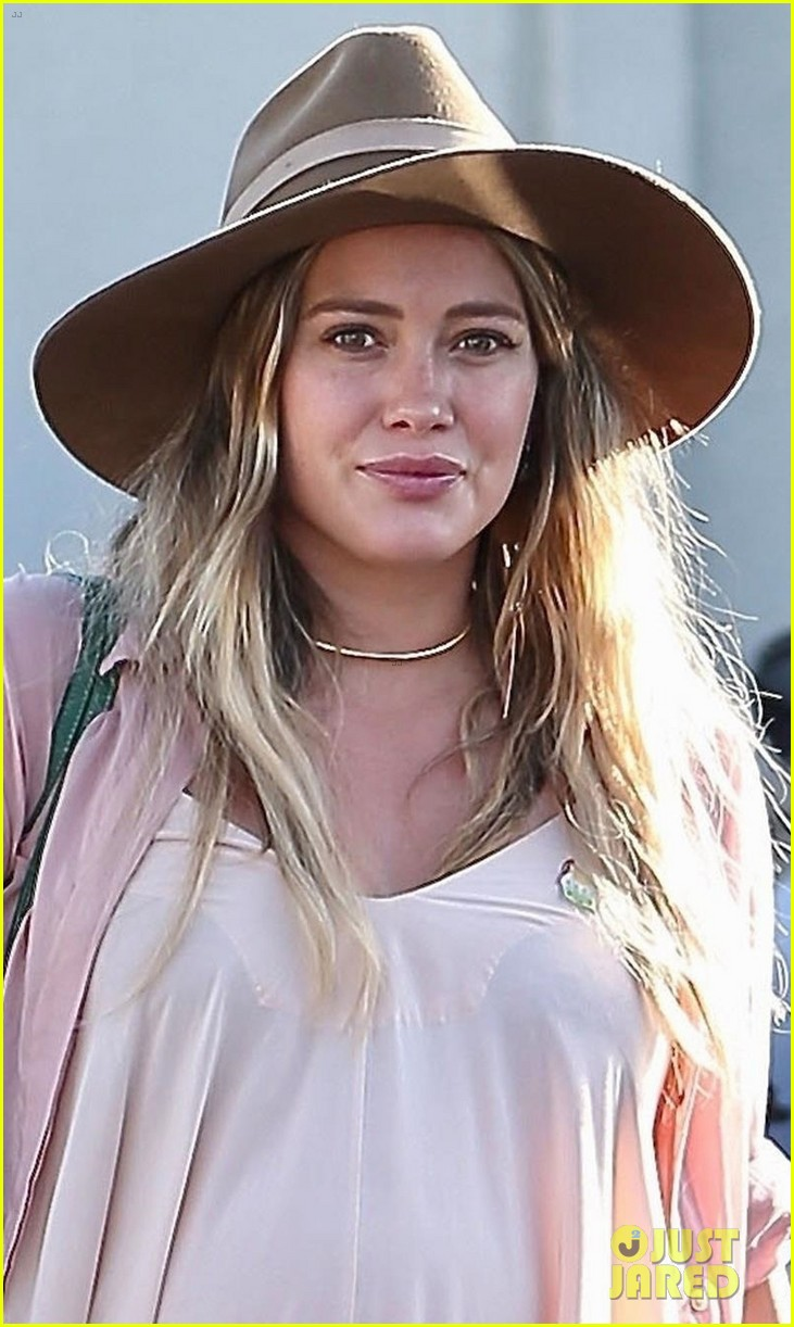 hilary duff matthew koma step out separately ahead of daughters birth 05
