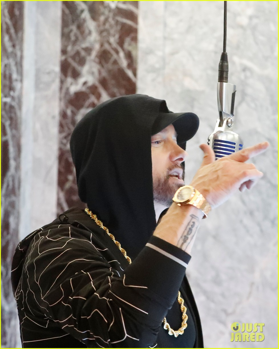 eminem performs venom from the empire state building on jimmy kimmel live 014165601