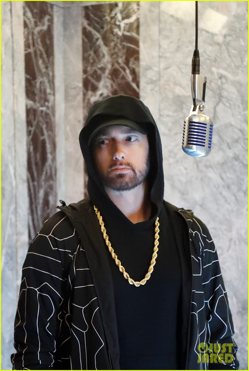 eminem performs venom from the empire state building on jimmy kimmel live 024165602