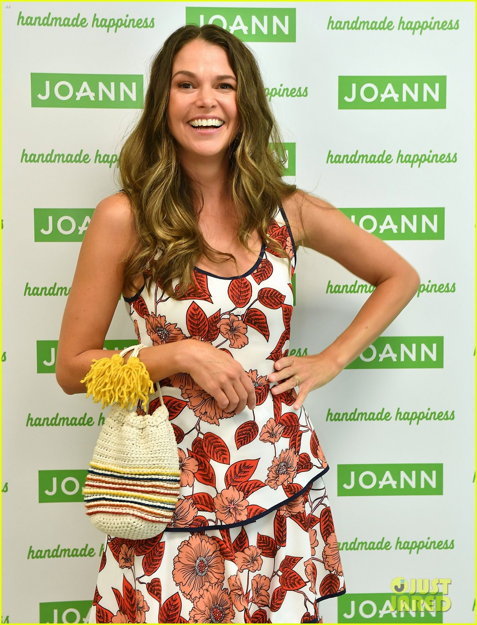 sutton foster steps out for global lyme alliance gala in nyc 054163275