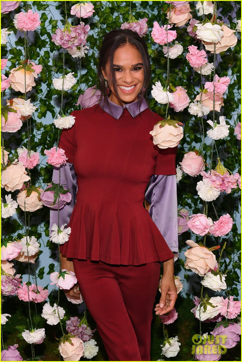 mackenzie foy and misty copeland journey into nutcracker and the four realms at nyc pop up11