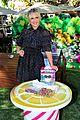 sarah michelle gellar celebrates hatchibabies arrival at the grove02