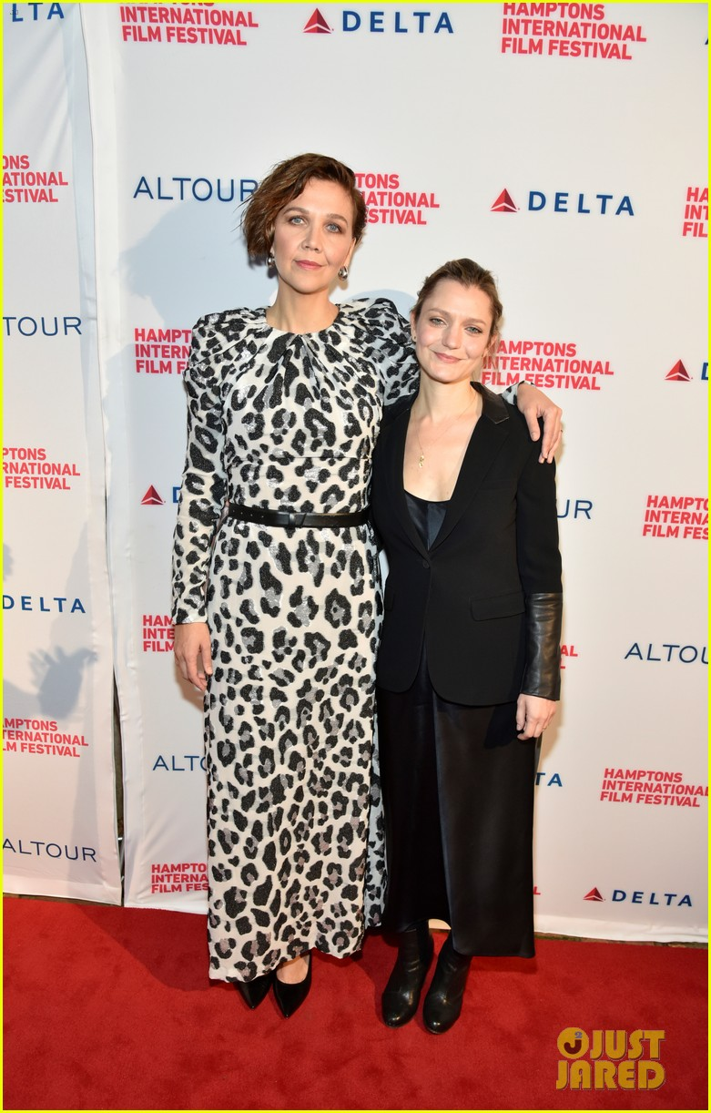 maggie gyllenhaal acquires the lost daughter novel for her film directorial debut 024159215
