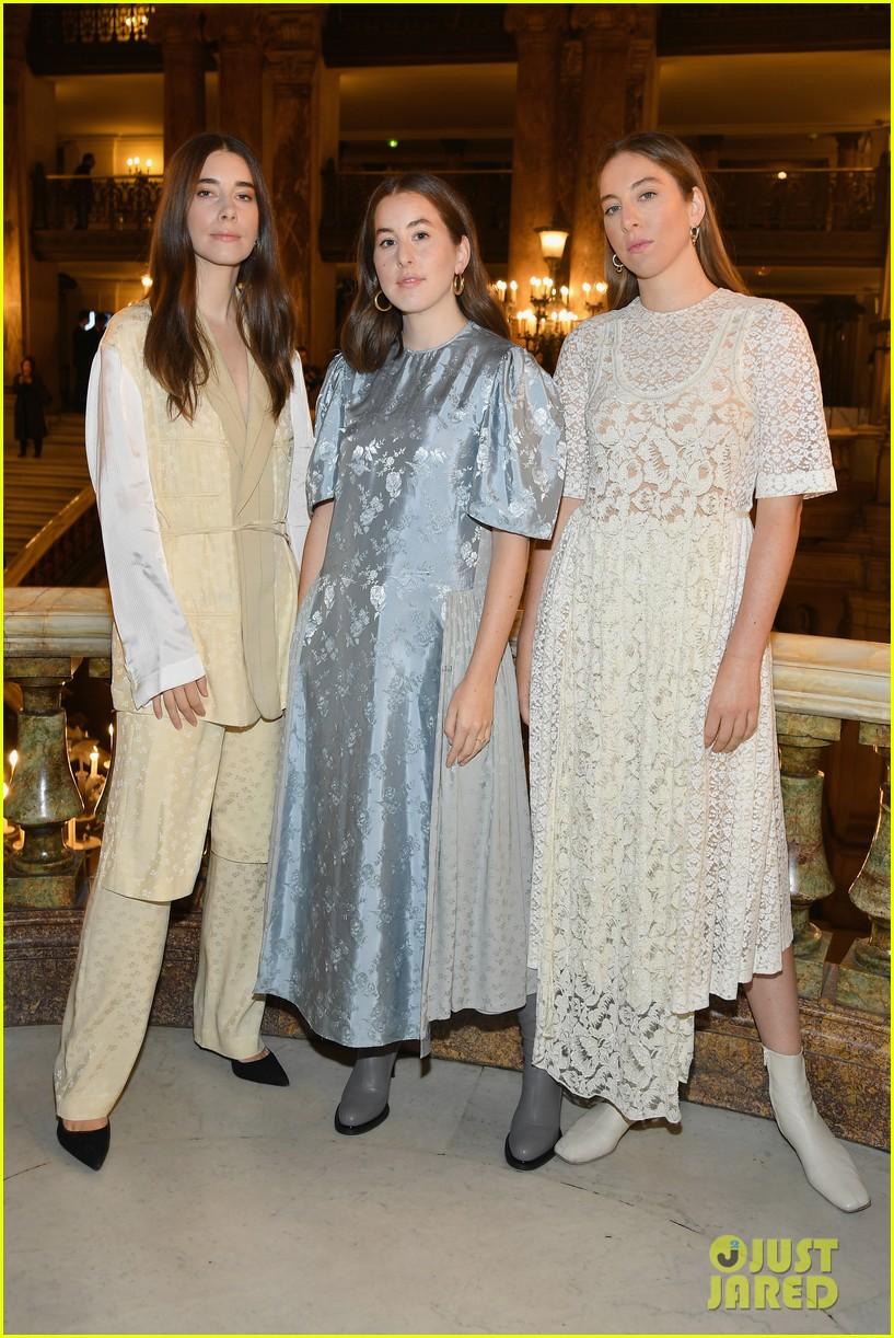 haim sisters sit front row at stella mccartney paris fashion show 014156741