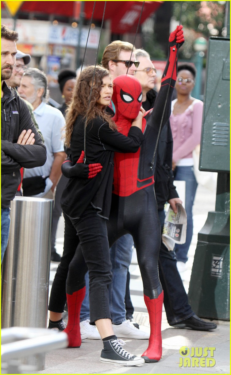 tom holland dons spider man far from home costume while filming with zendaya in nyc2014163882