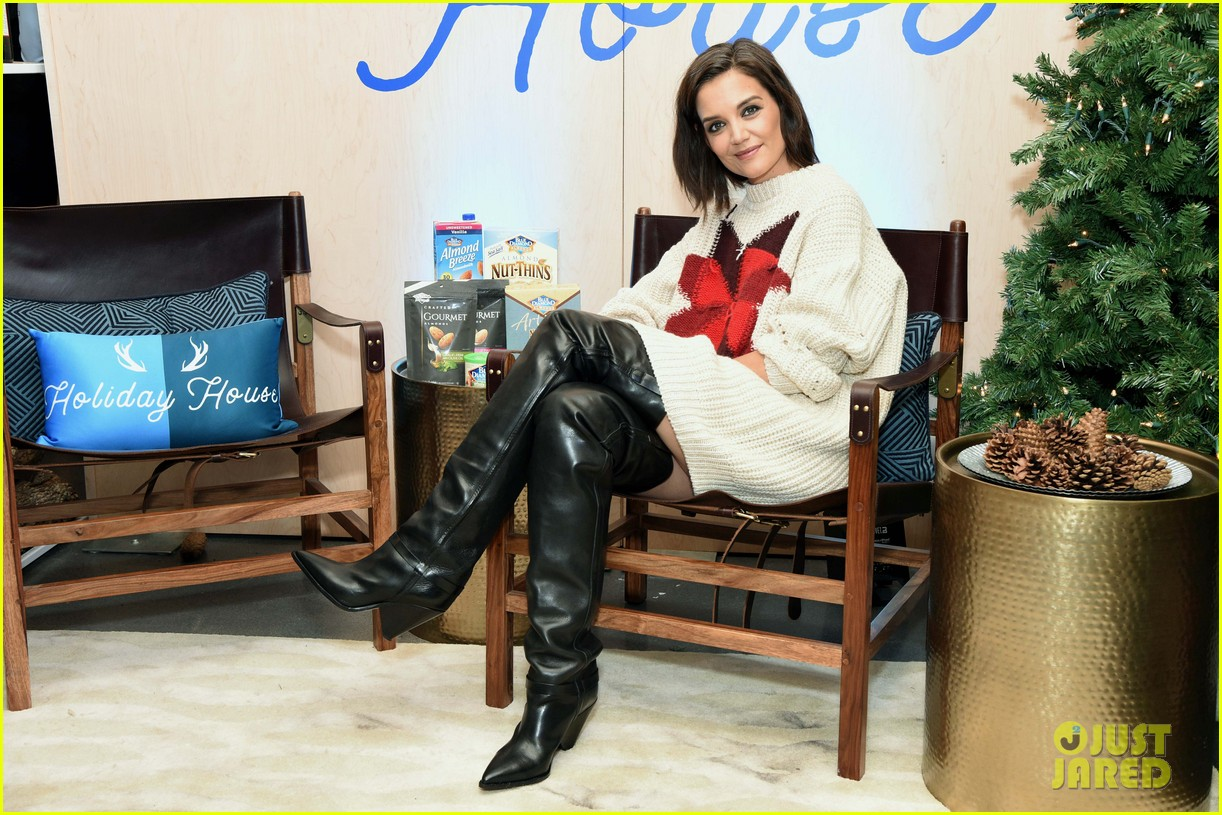 katie holmes steps out to support blue diamond almonds holiday house 074162933