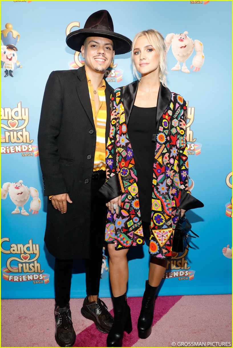 vanessa hudgens chloe moretz candy crush event 034163337